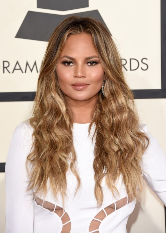 chrissy-teigen-at-2015-grammy-awards-in-los-angeles_1